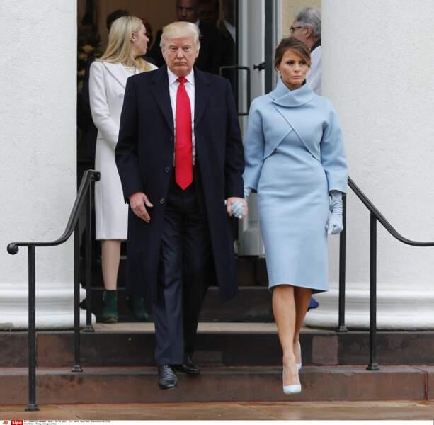 Donald Trump et sa femme Melania sortent main dans la main, après avoir assisté à la messe