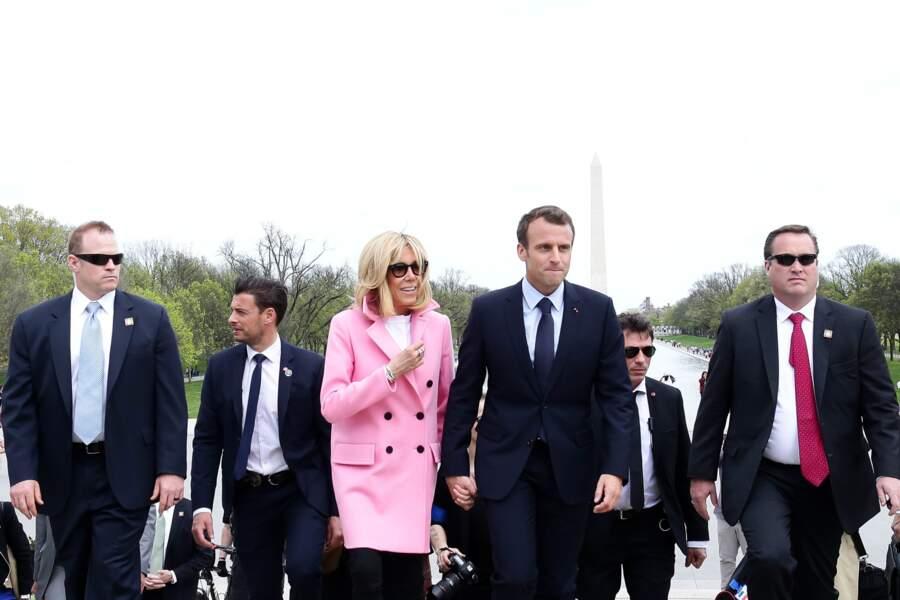 Brigitte Macron en manteau rose à Washington