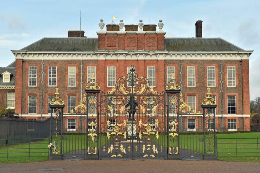 La reine Victoria y est née, mais lui a préféré le palais de Buckingham comme lieu symbolique de son pouvoir