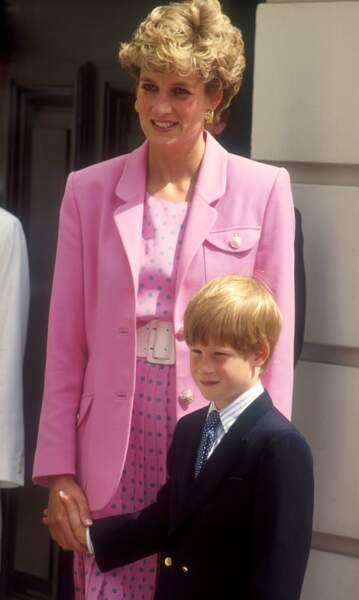 1992. La princesse et Harry, 8 ans. Un petit prince déstabilisé par la séparation, cette année-là,  de ses parents
