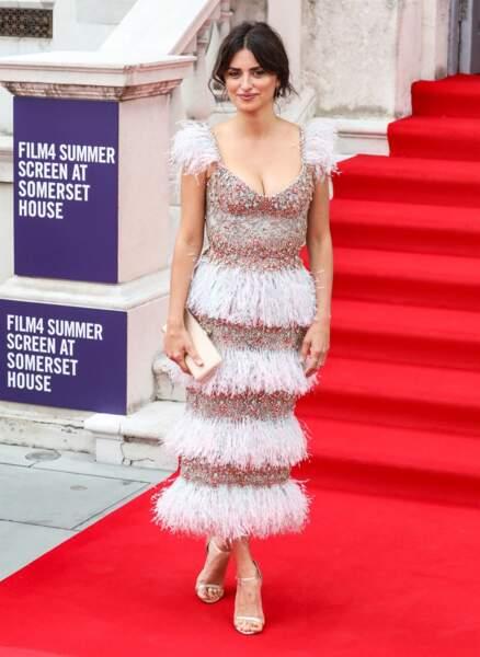 La robe de Penelope Cruz épousait parfaitement ses formes et mettait en valeur sa silhouette