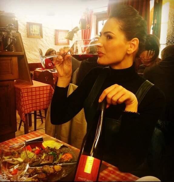 Désormais hôtesse de l'air, Miss France 2004 aide également ses parents dans leur domaine viticole alsacien.