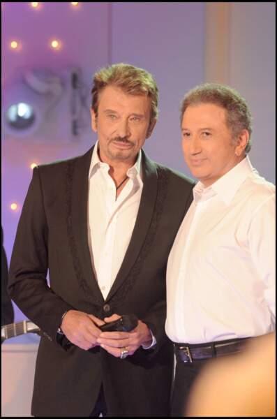 """Michel Drucker et Johnny Hallyday sur le plateau de """"Vivement Dimanche"""" en 2008"""