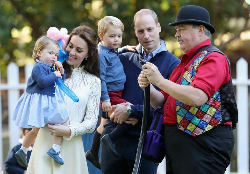 William, Kate, George et Charlotte lors d'une fête à la maison du gouvernement à Victoria le 29 septembre 2016