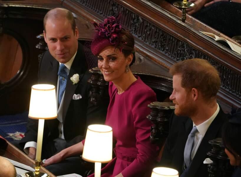 Au mariage de la princesse Eugenie, Kate Middleton était en robe et bibi framboise, rayonnante.