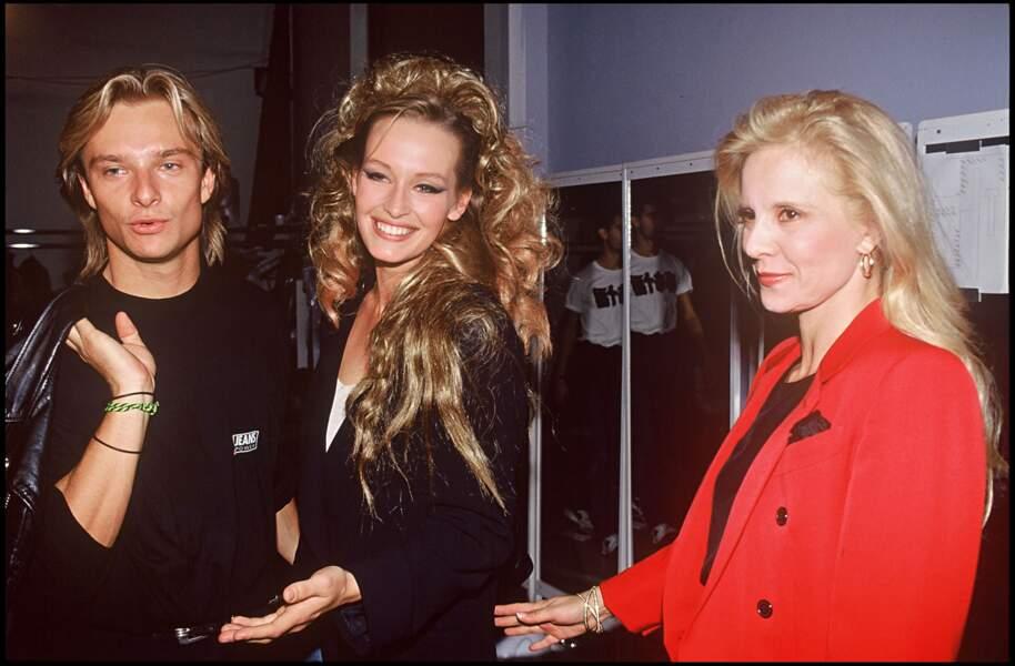 David Hallyday, Estelle Lefébure et Sylvie Vartan en backstage du défilé de mode Thierry Mugler en 1990