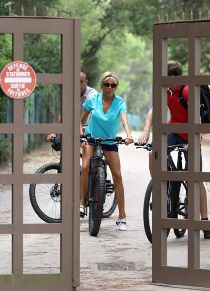 Brigitte Macron profite de la nature autour du fort de Brégançon