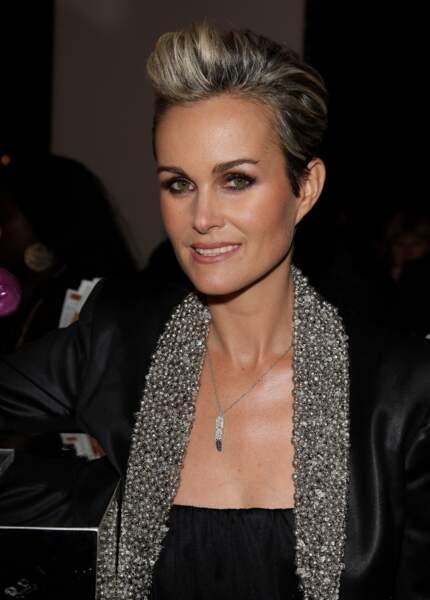 Changement de cap en 2010 : Laeticia dévoile une coupe courte esprit Rock lors d'une soirée pour l'UNICEF à Paris
