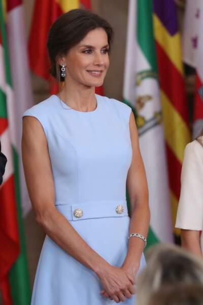 Letizia d'Espagneremet les médailles de l'ordre national du mérite civil au palais royal à Madrid le 19 juin 2019.
