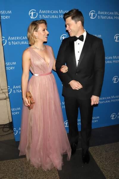 Scarlett Johansson radieuse en robe décolletée qui dévoile ses tatouages le 15 novembre 2018