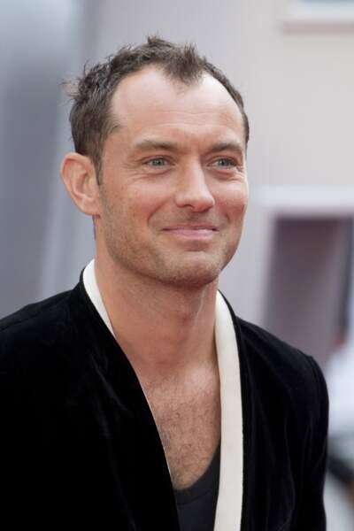 """Jude Law débarque sur le petit écran en courant d'année avec la série """"The Young Pope"""" de Paolo Sorrentino"""