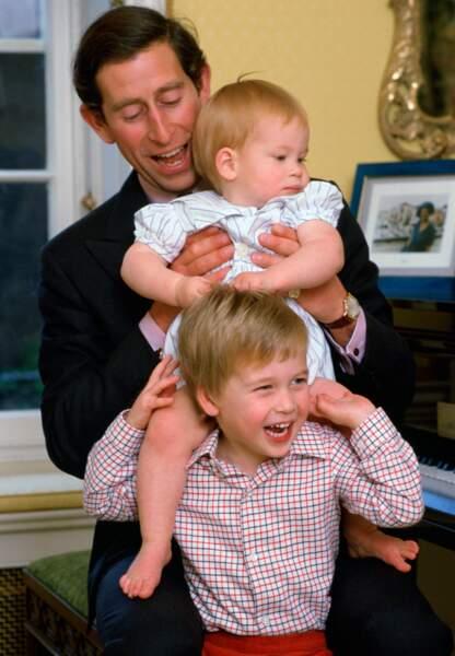 Le Prince Charles avec les Princes Harry et William