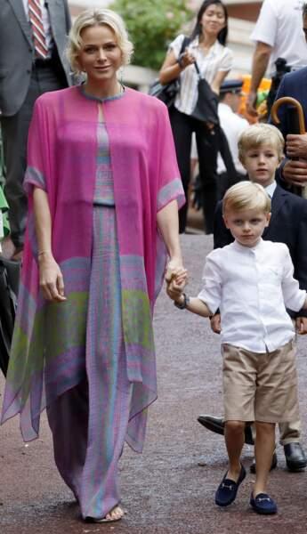 Accompagnés de leurs parents Albert II de Monaco et Charlène de Monaco