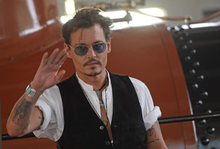 """Johnny Depp à Moscou dans le cadre de la promotion du film """"The Lone Ranger"""" (2013)"""