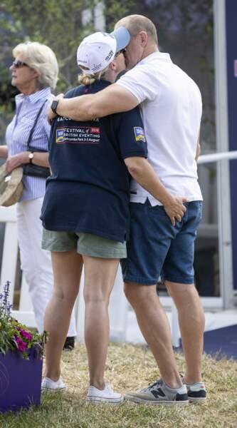 Zara Tindall, la petite-fille d'Elizabeth II, met une main aux fesses de son mari Mike