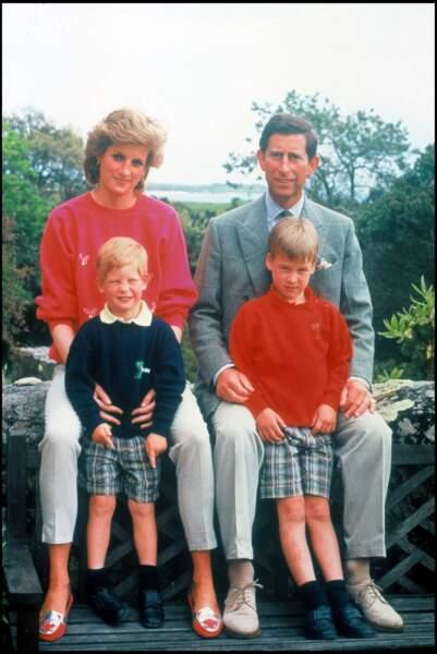 Le prince Harry et son frère William, en vacances avec Lady Diana et le prince Charles aux Iles Scilly en 1989