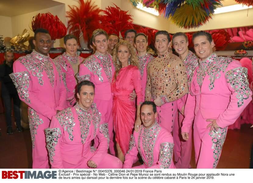Céline Dion dans les loges du Moulin Rouge, entourée des danseurs du cabaret, le 24 janvier 2019