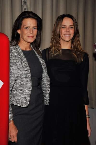 Stéphanie et Pauline lors d'une vente aux enchères en faveur de l'association Fight Aids Monaco, en 2012
