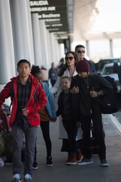 l'actrice arrive à Londres avec son clan le 11 mars