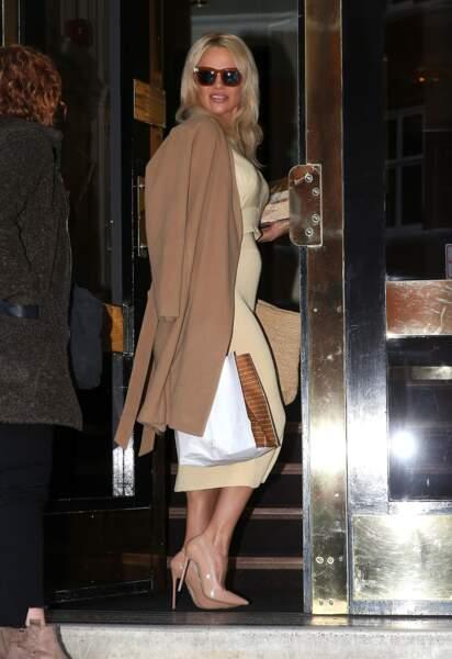 Pamela Anderson rend visite à Assange à l'ambassade de l'Equateur à Londres