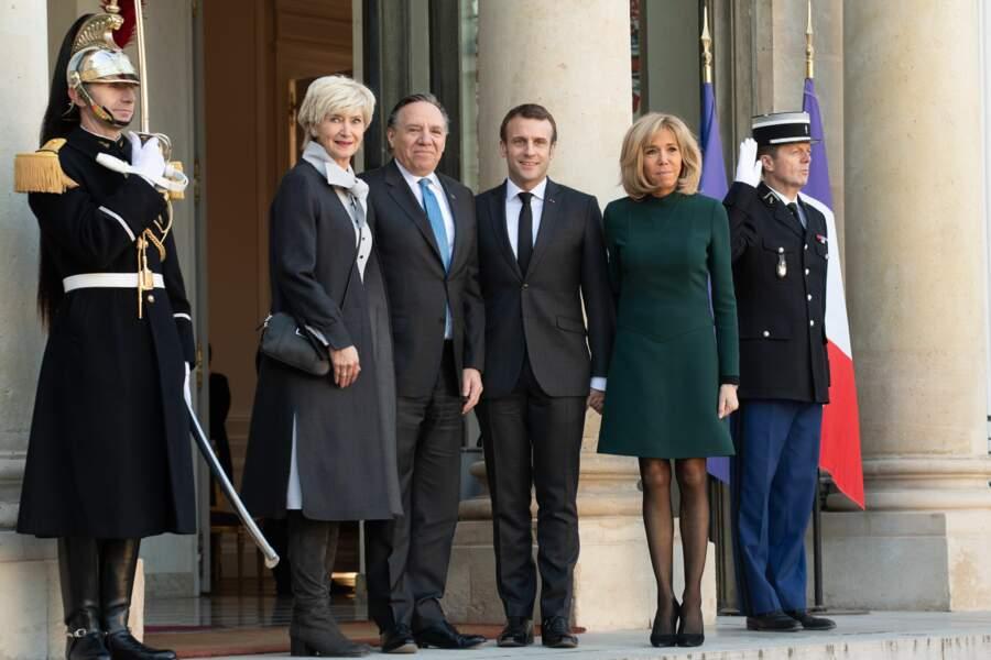Brigitte Macron reçycle sa robe verte courte signée Louis Vuitton