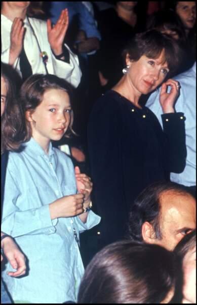 Nathalie Baye et sa fille Laura Smet, née de son union avec Johnny Hallyday, assistent à son concert en 1993