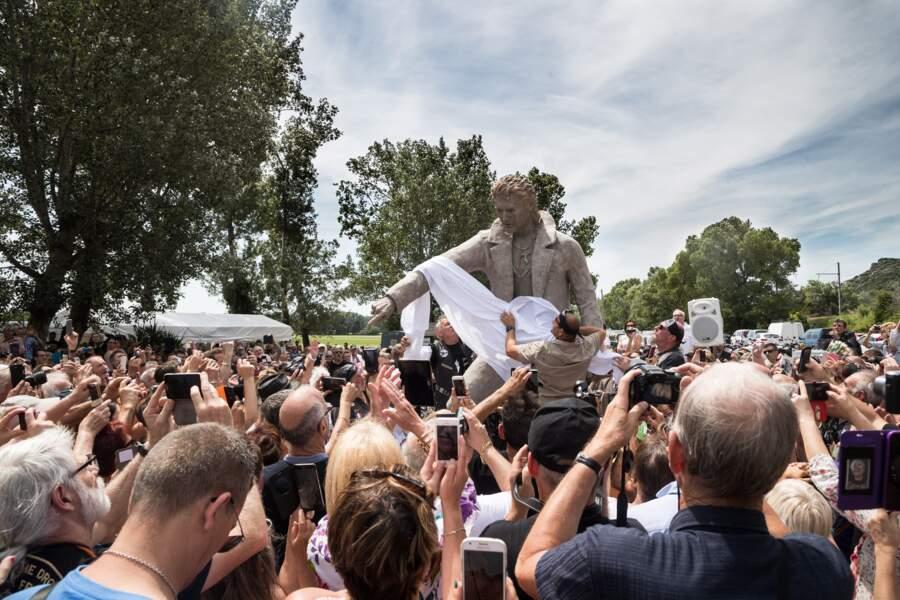 La statue de Johnny Hallyday a été inaugurée ce samedi 16 juin à Viviers