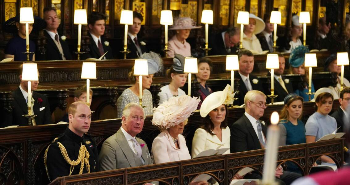 Kate Middleton porte une tenue blanche qui tire vers le jaune