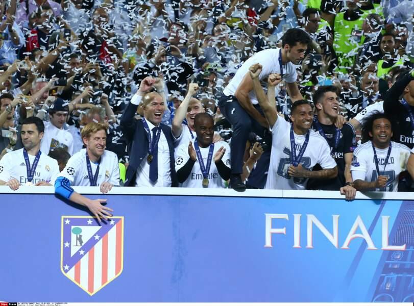Zinedine Zidane et ses joueurs - SIPA
