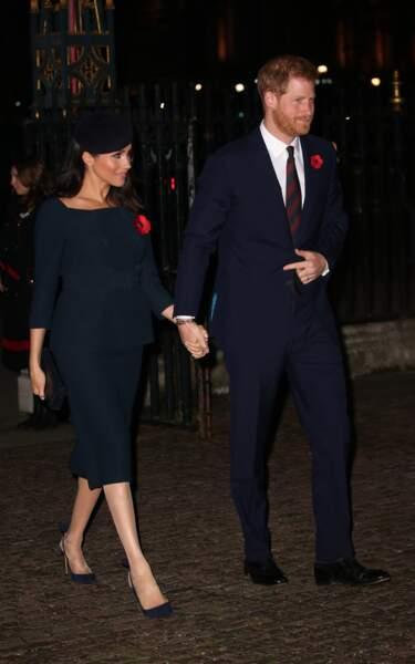 Meghan Markle a fait de l'escarpin sa signature de style comme ici avec le Prince Harry dans des tenues bleu nuit.
