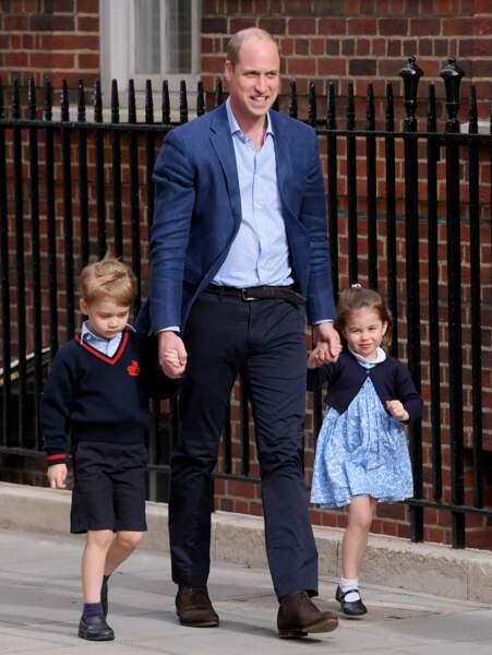 Royal Baby 3 Le prince William amène George et Charlotte à la maternité pour qu'ils rencontrent leur petit frère
