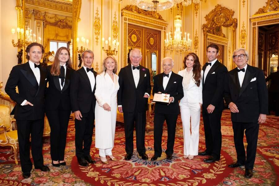 Ralph Lauren est le premier couturier américain à recevoir le titre de Chevalier honoraire du Royaume-Uni.
