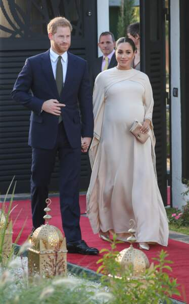 Meghan Markle enceinte dans une sublime robe longue Dior pochette et chaussures assortie à Rabat le 24 février