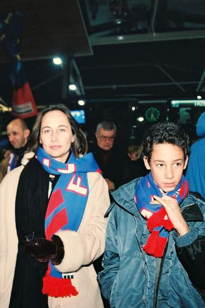 Ségolène Royal et son fils Thomas se rendent à l'inauguration du Stade de France en 1997