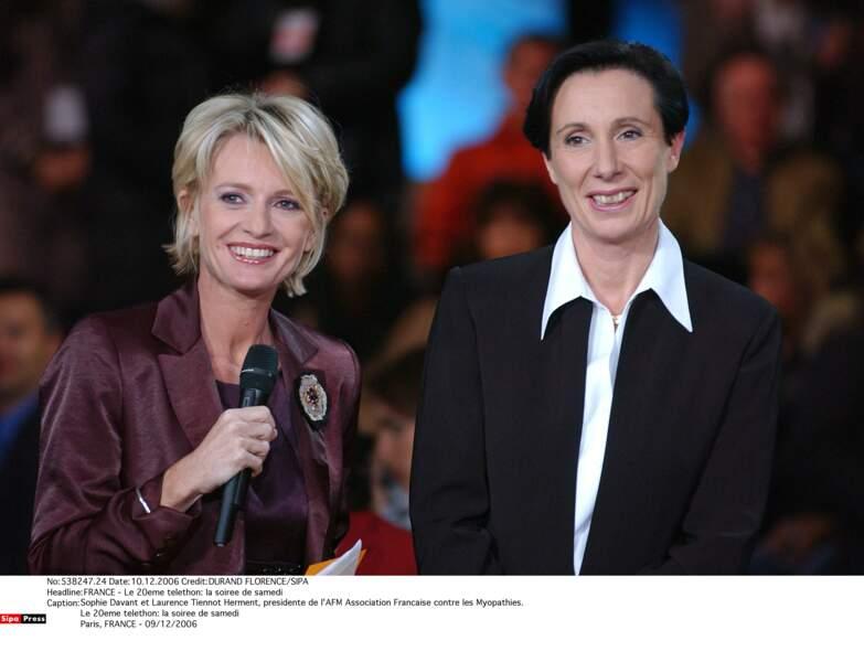 Sophie Davant et Laurence Tiennot Herment, présidente de l'AFM Association Française contre les Myopathies, en 2006
