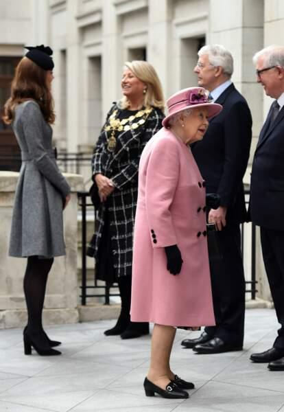 """Kate Middleton et Elizabeth II inaugurent la ré-ouverture de la """"Bush House"""" à Londres"""