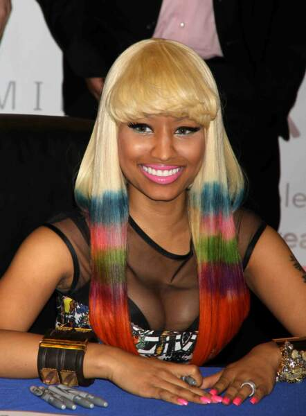 Le tie and dye arc-en-ciel de Nicki Minaj