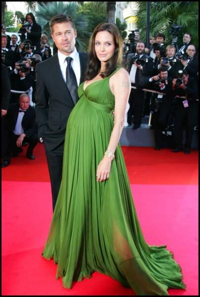 Angelina Jolie 2 mois avant de donner naissance a ses jumeaux Knox Leon et Vivienne Marcheline
