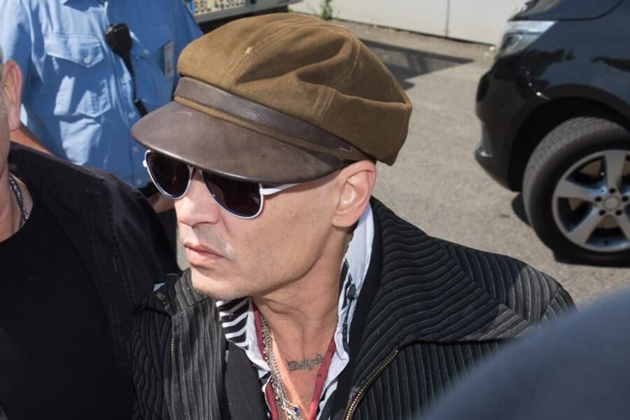 Johnny Depp très amaigri à l'aéroport de Schönefeld (Berlin) pour sa tournée Hollywood Vampire Tour, le 6 juin 2018