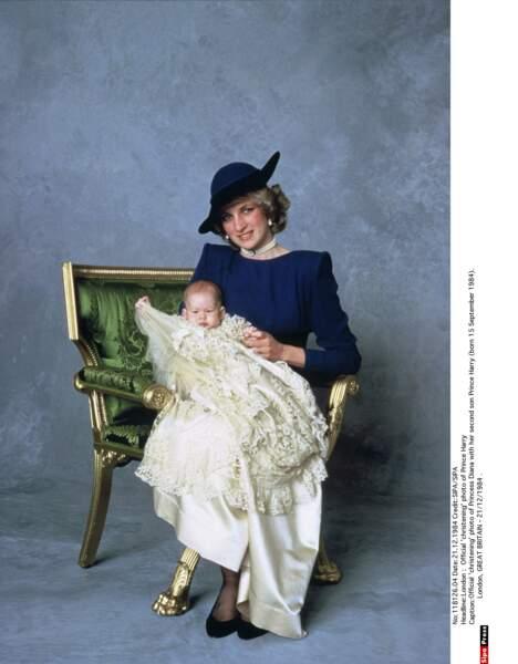 Photo officielle du baptême du Prince Harry, en 1984