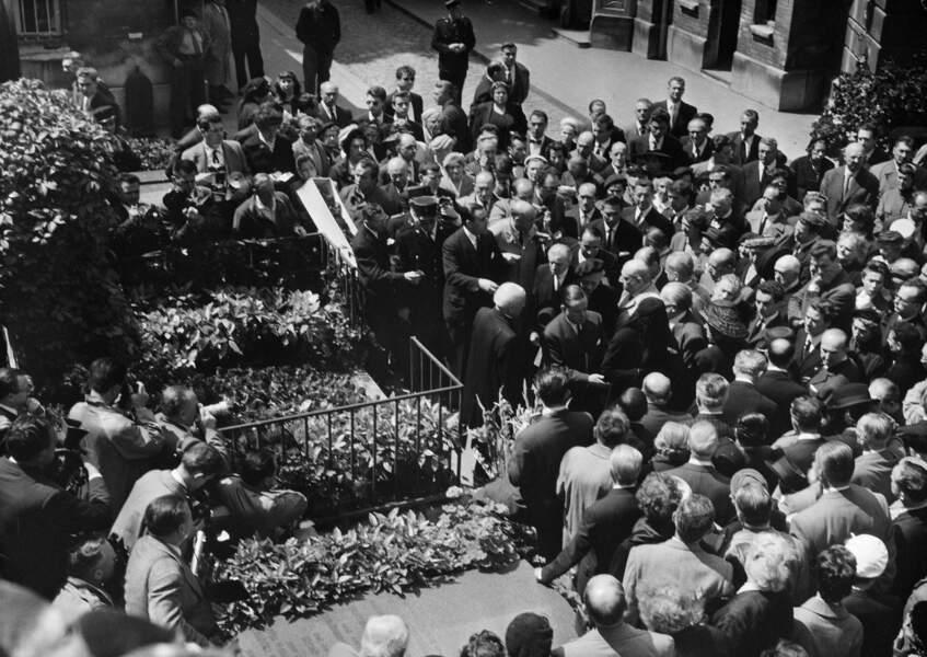 Les obsèques de Sacha Guitry au cimetière de Montmartre le 27 juillet 1957