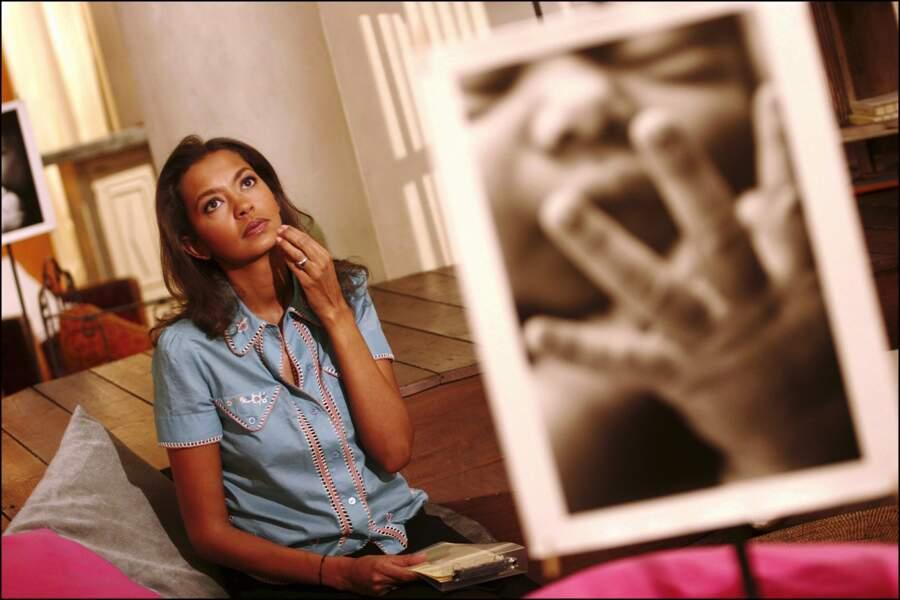 """En 2006, Karine Lemarchand fête la 1000e de l'émission """"Les Maternelles"""" diffusée sur France 5"""