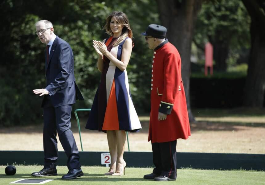 Melania Trump, en robe graphique multicolore Victoria Beckham, à Londres le 13 juillet 2018