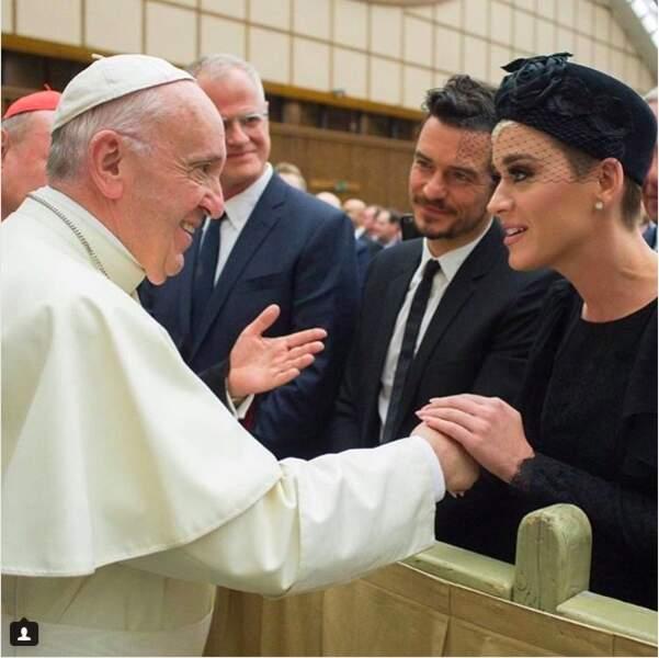 Katy nous surprendra toujours. Elle ne fait pas que méditer... Elle en parle aussi avec le pape !