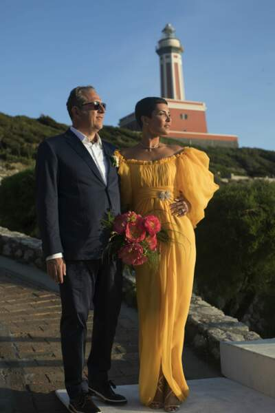 Cristina Cordula sublime dans sa robe jaune signée Giambattista Valli