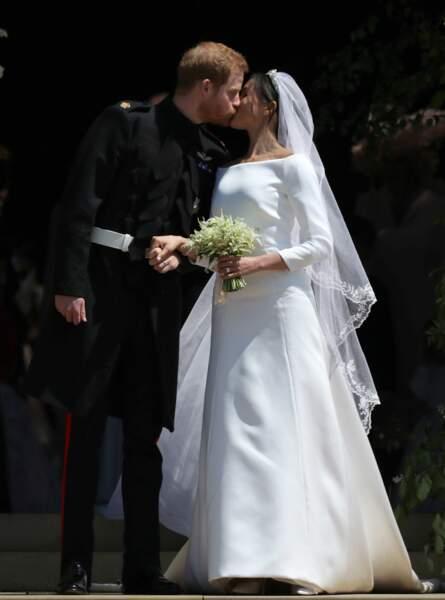 Le Prince Harry et Meghan Markle s'offrent leur premier baiser de couple marié