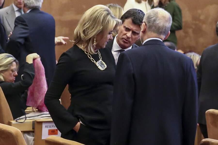Manuel Valls à l'écoute de celle qui partage sa vie depuis quelques mois