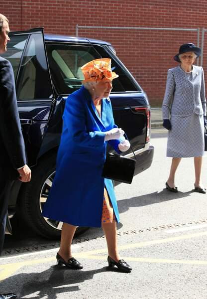 La reine Elizabeth II rend visite aux victimes de l'attentat de Manchester le jeudi 25 mai 2017.