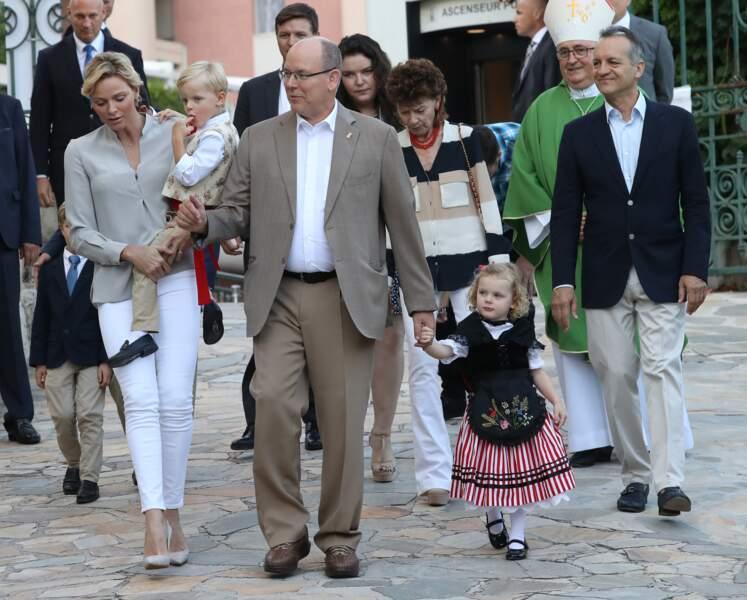 Charlene et Albert de Monaco se rendent avec leurs enfants au pique-nique des Monégasques le 31 août 2018.