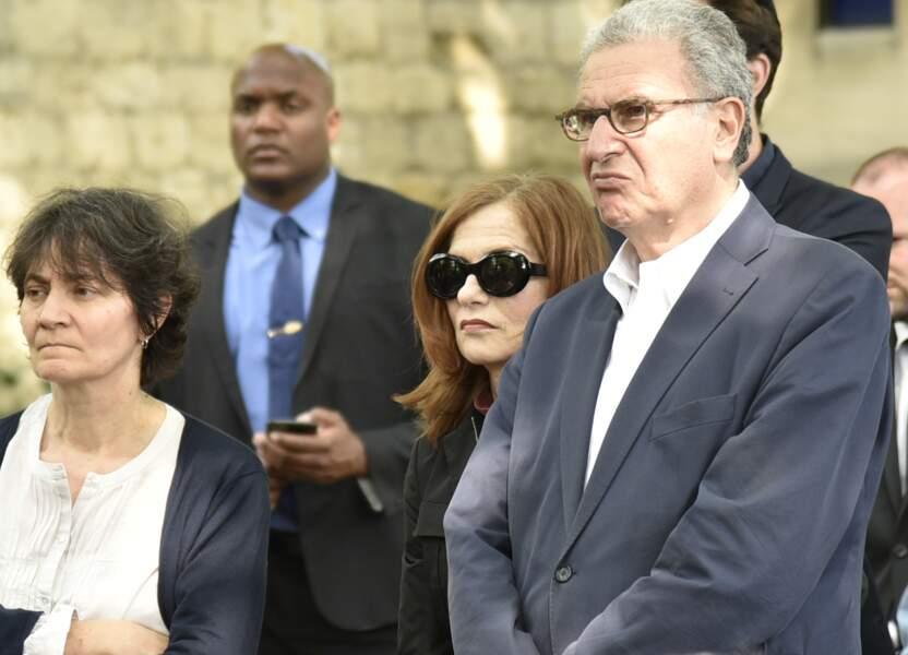 L'actrice Isabelle Huppert aux funérailles de Claude Lanzmann au cimetière de Montparnasse